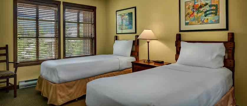 canada_whistler_coast-blackcomb-suites_twin-bedroom.jpg